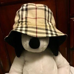 Burberry Bucket hat 👜!!!SOLD!!!